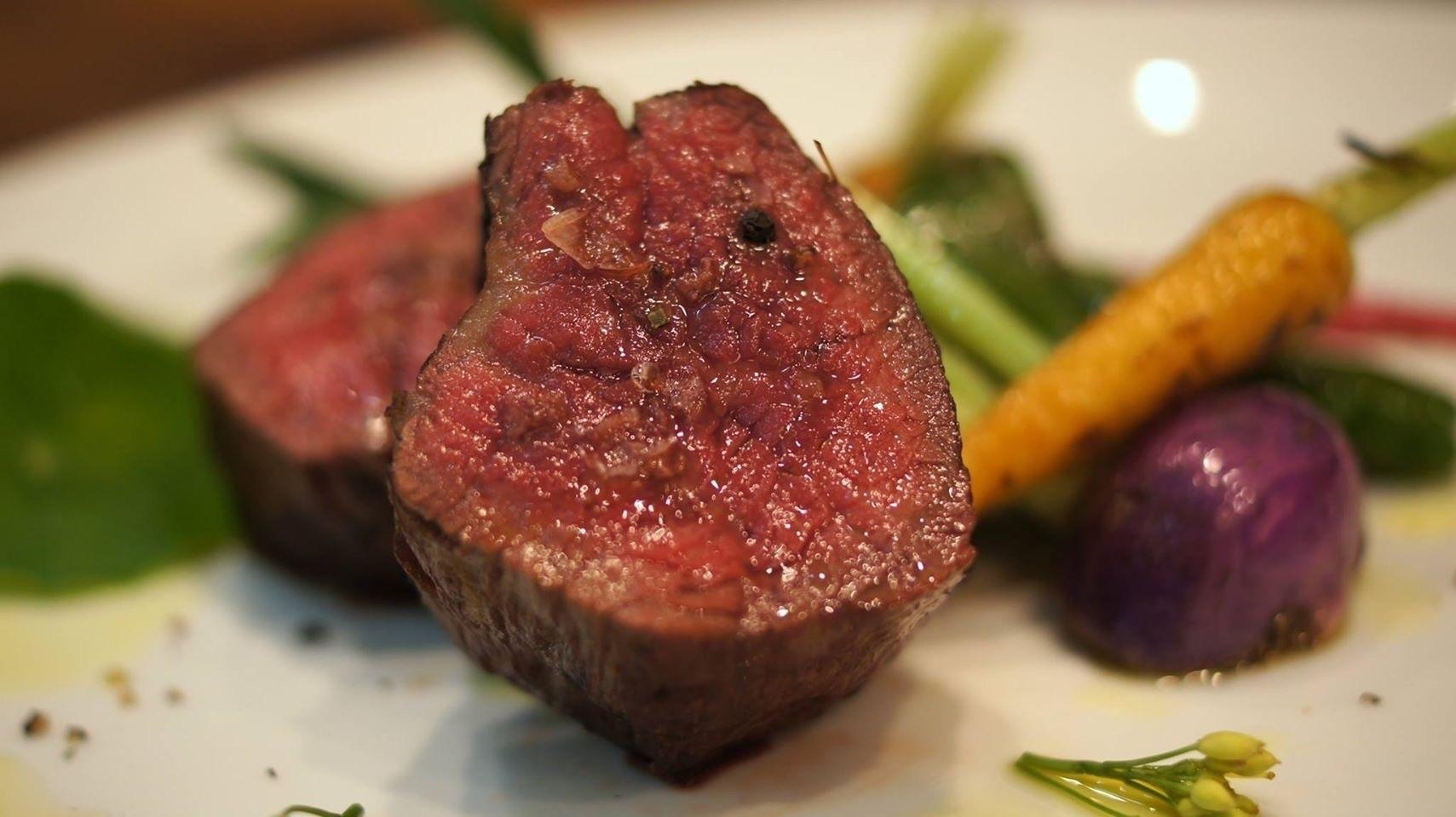 北海道十勝産熟成短角牛の炭火焼き