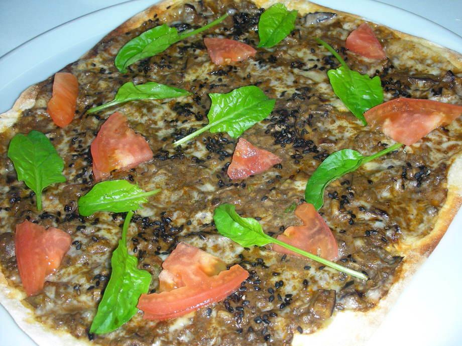 黒ゴマのセサミミックスピザ(890円)