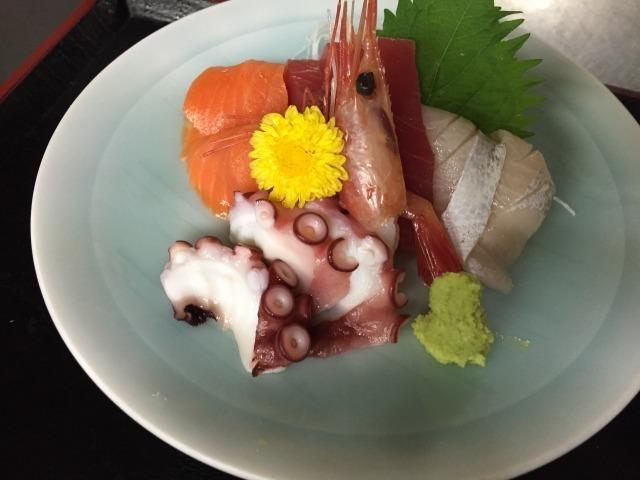 刺身小皿1~2人様用(¥972(税込み))