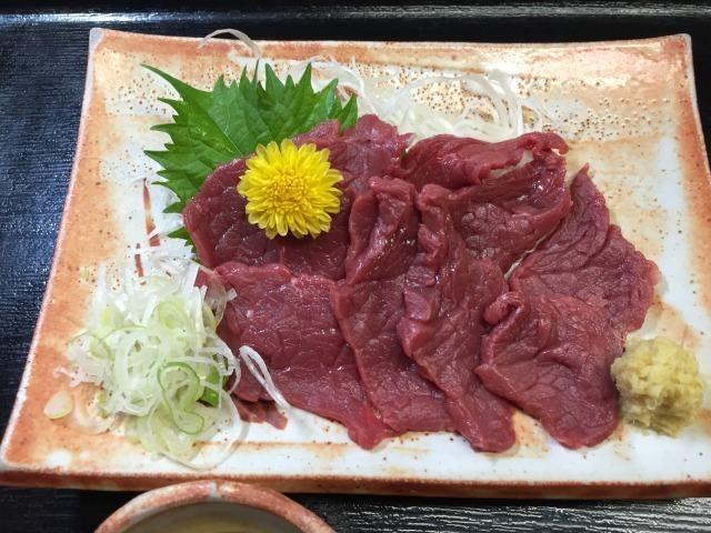 名物馬刺し(赤身)(¥820(税込み))