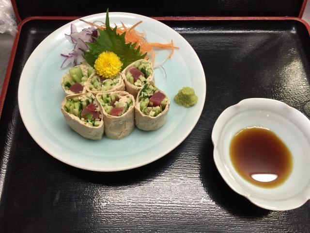 マグロの生湯葉巻き(¥10,15(税込み))