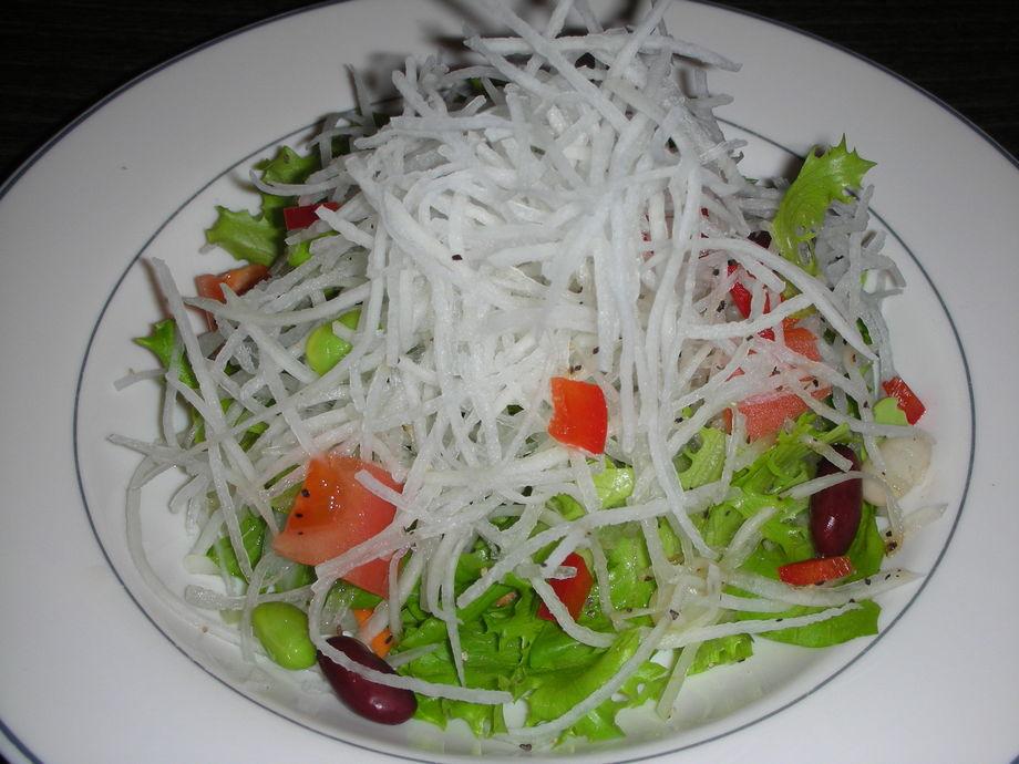 豆腐と大根のフレッシュサラダ(590円)