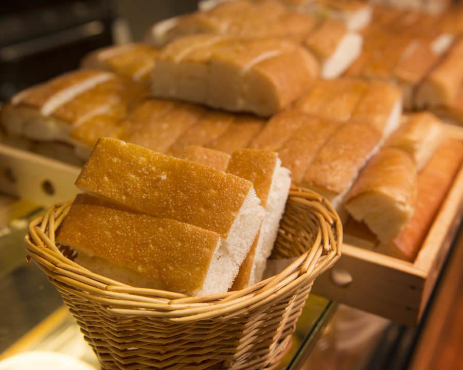 お替り自由のお替りパン(300円)