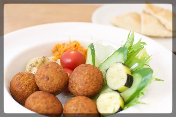 ファラフェルプレート ドリンク付き Falafels Plate w/coffee or tea *extra falafel +100/pcs