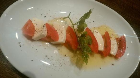 カプレーゼ(トマトとモツァレラチーズ)