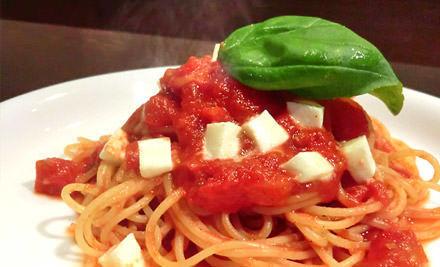 完熟トマトとモッツァレラのトマトソースバジル風味スパゲッティ