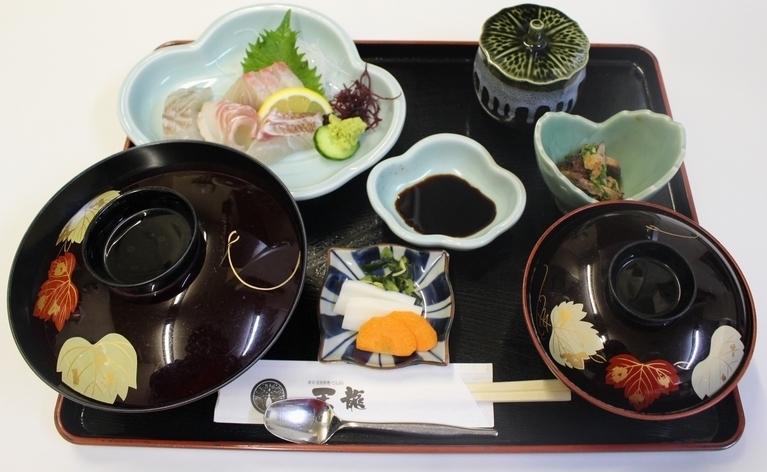 ランチ:刺身定食(900円)