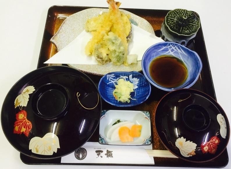 ランチ:天ぷら定食(900円)