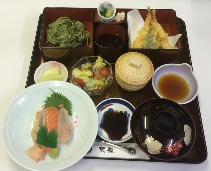 ランチ:茶そばセット(1,300円)