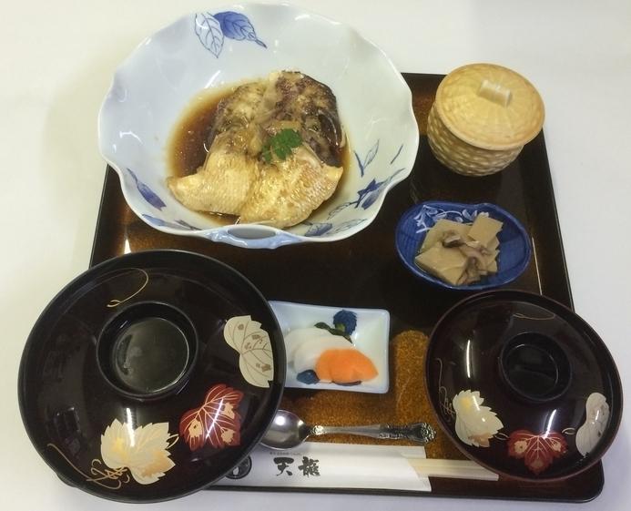 ランチ:鯛あら定食(1200円)