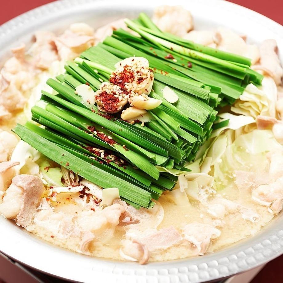 和牛もつ鍋(西京白味噌、特製塩)(2人前より1,180円 (税抜))
