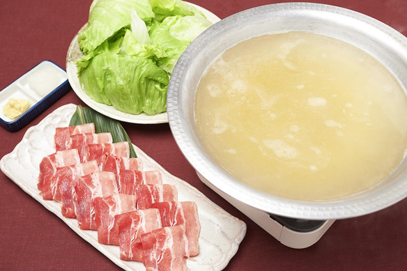 レタスと国産豚の生姜しゃぶしゃぶ鍋
