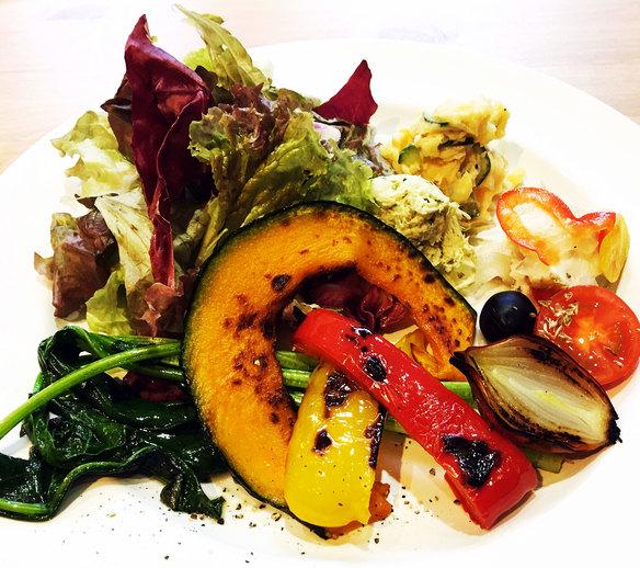 Cセット「特製スープとミニ前菜」、ピッツァまたはパスタ、ドリンク、デザート