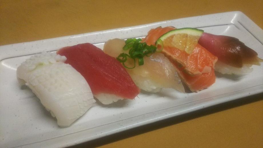 握り寿司(2貫180円~)
