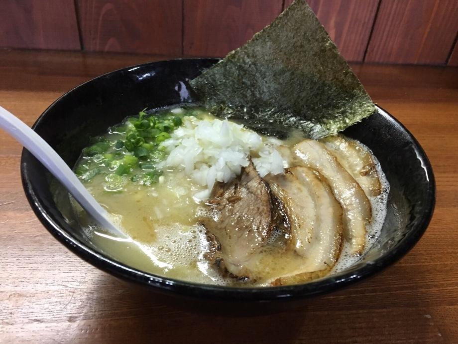チャーシュー塩鶏白湯ラーメン(890円)