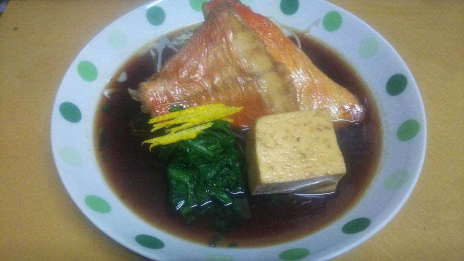本日の煮魚(日替り、写真は金目鯛)(580円)