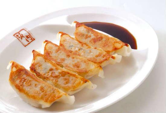 肉餃子、パクチー餃子(350円~)