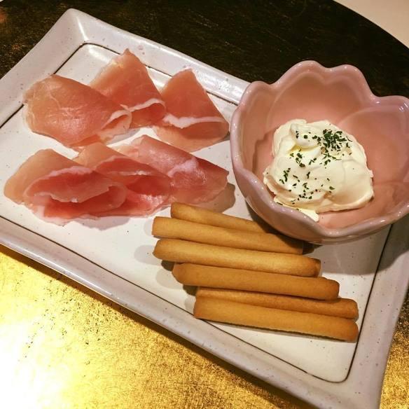 生ハムとクリームチーズ盛りあわせ(ワインイベント用)