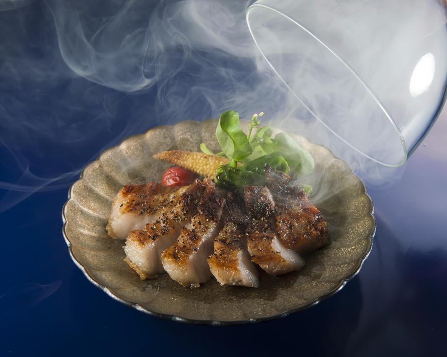スモーク薫る梅山豚(めいしゃんとん)のバラ肉ステーキ