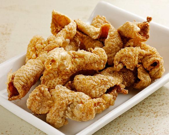 鶏皮チップス(チーズ&ペッパー・カレー・ハーブ)