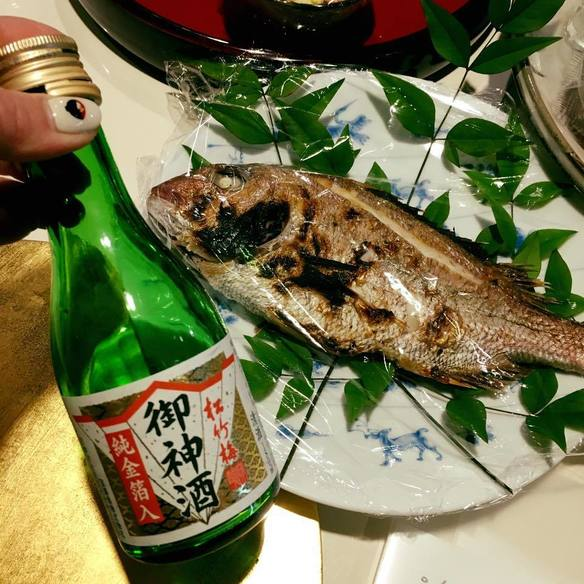 たい塩焼(1匹1600円、半分800円)