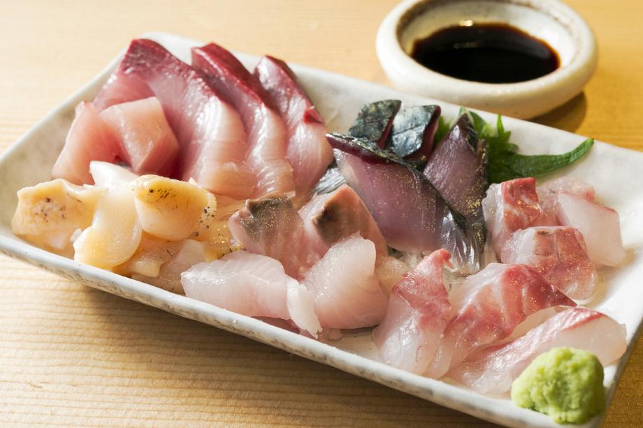 本日の鮮魚の刺身、北陸の昆布〆(入荷によって異なります)