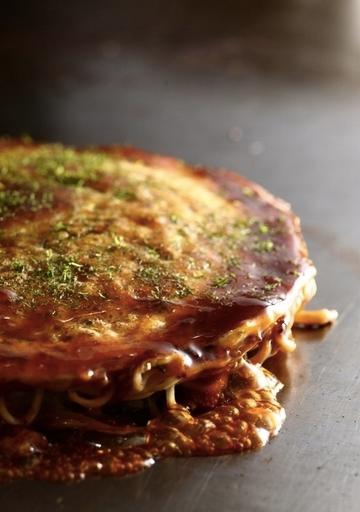広島流お好み焼き 肉玉そば   豚バラ、玉子、野菜、麺入り。基本のお好み焼きはコレ!