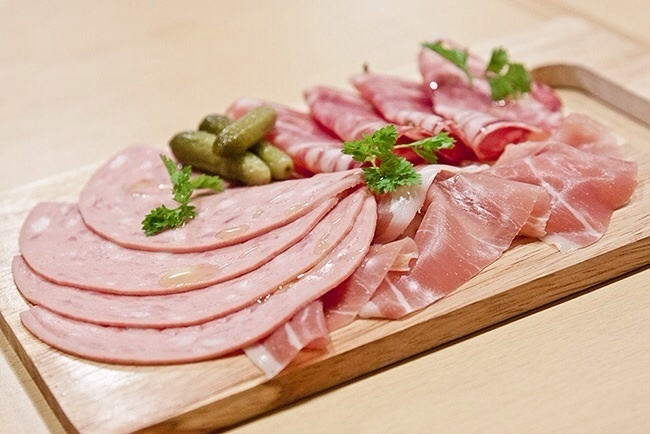 3種の肉盛り(プロシュート、サラミ、ボローニャソーセージ)(¥780)