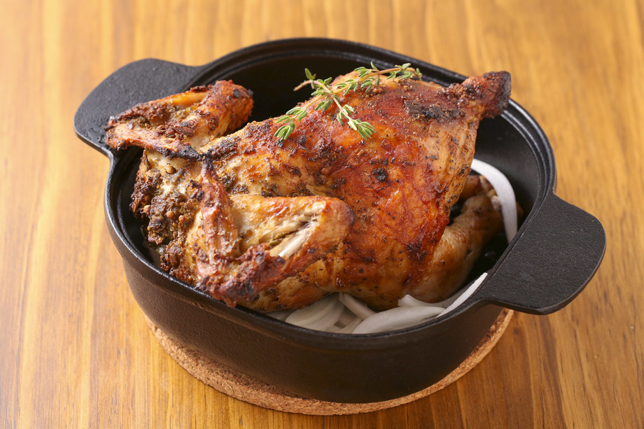 清流若鶏のローストチキン(1羽1980円 1/2羽1280円)