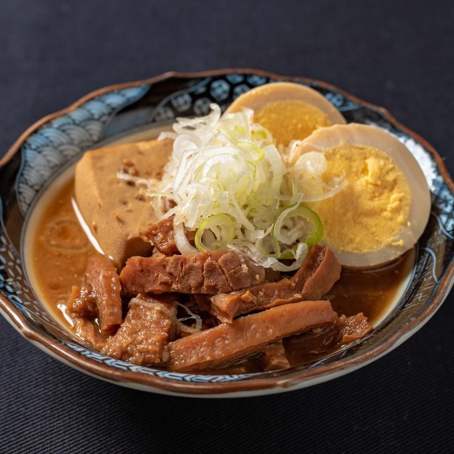 【名 物】牛もつ煮込み(490円)