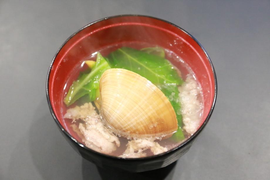 蛤と春キャベツのお吸物
