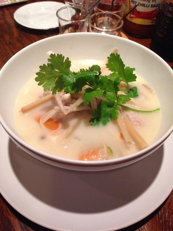 タイのしょうがと鶏肉のココナッツスープ!「トムカーガイ」