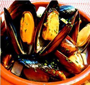 ムール貝の白ワイン蒸し(700円)