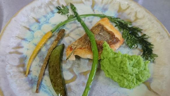 鯛のソテー・スナップエンドウ豆のピューレ添え