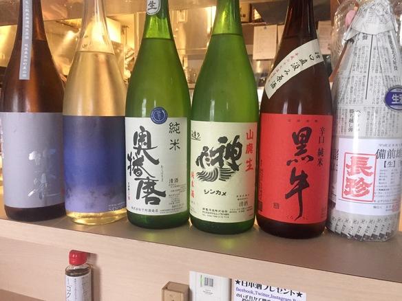 日本酒約40酒他、ワイン、焼酎、ビール、ハイボール、ソフトドリンクなど各種揃えております。