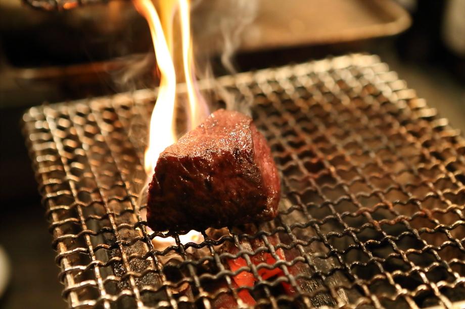 熟成黒毛和牛 と神戸牛ランプ 2種類の炭火焼の盛り合わせ