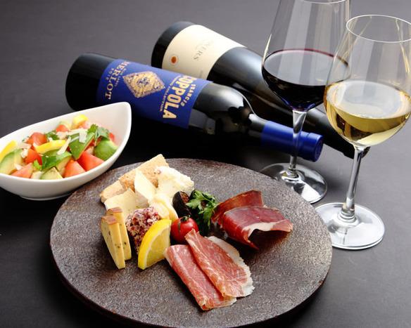 ソムリエが当店の極肉との相性を熟考し選りすぐったワイン 赤ワイン