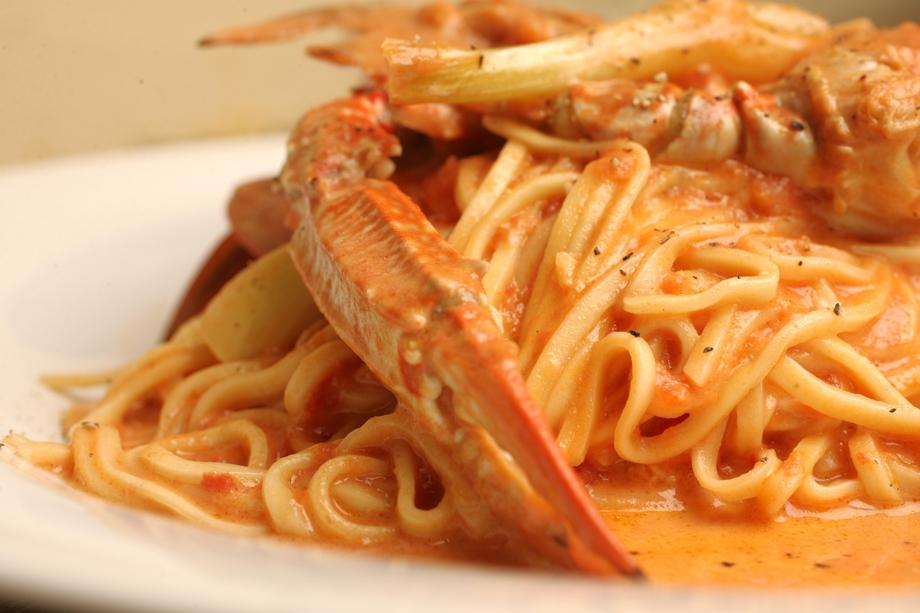 わたり蟹と島らっきょうのトマトクリームパスタ(1200円)