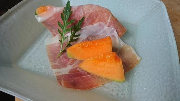 イタリア サンダニエーレ産の生ハムとメロン