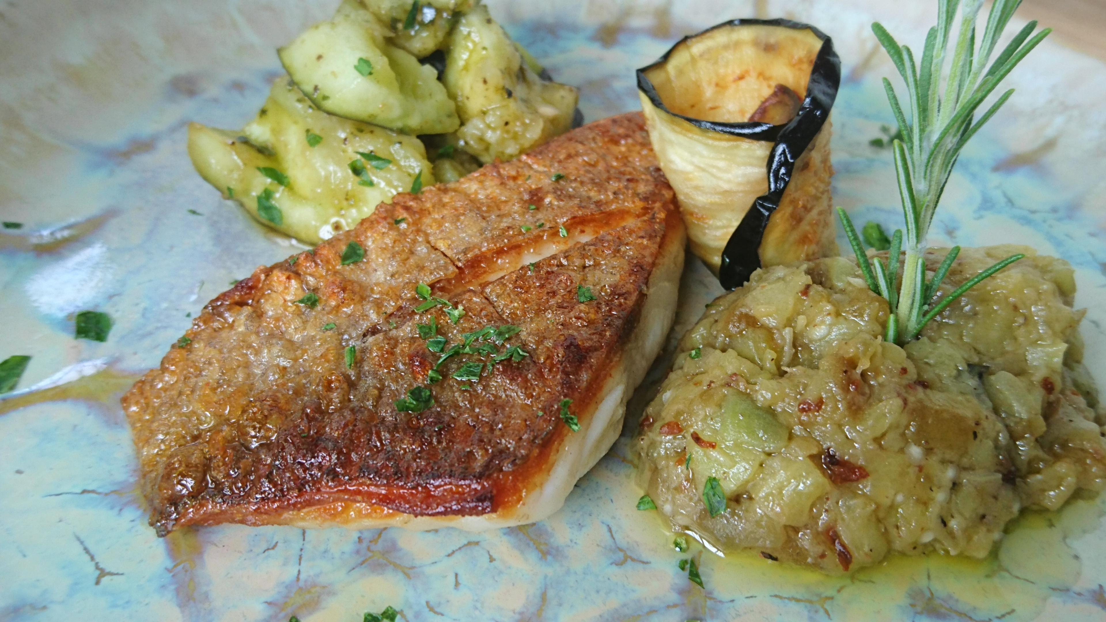 熟成  白身魚のクロカンテ 焼き茄子とアンチョビのソース  水茄子のサラダ添え
