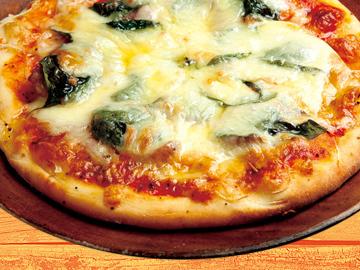 『ピザ』リングイッサ&バジル 自家製のモチモチした生地にリングイッサ(ソーセージ)とバジルを