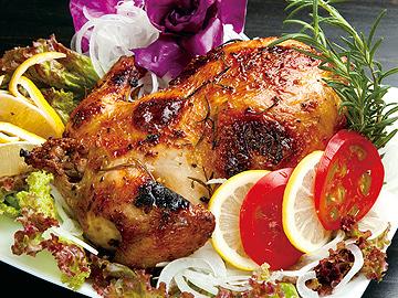 『ガレット』 鶏の丸焼き (要予約) 鶏に旬野菜を詰込み、香草やスパイスのソースに一晩漬け込みオーブンでじっくり焼きあげます。