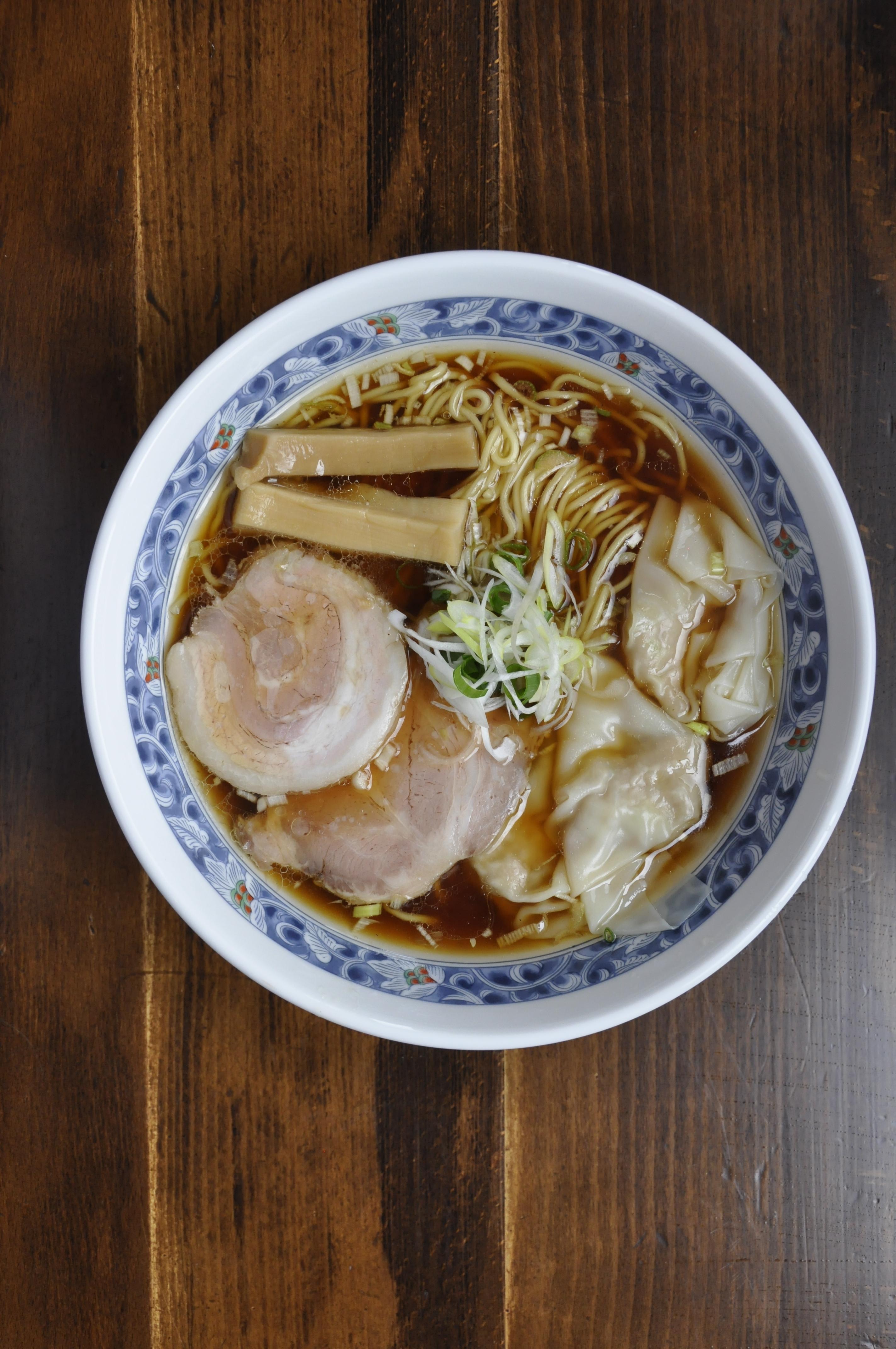 肉と魚介の2種類のスープで楽しむ支那そばも!下町風情漂う「門前仲町」の醤油ラーメンが旨いお店5選