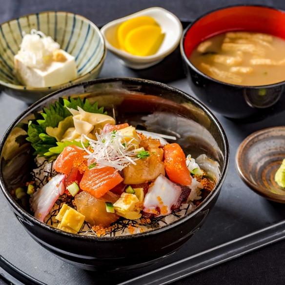海鮮あられ丼定食 ※小鉢、漬物、味噌汁付き