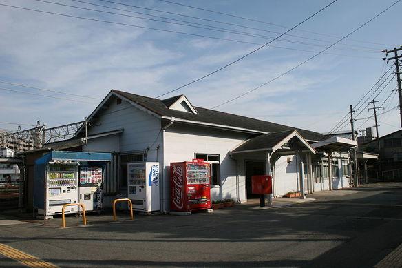 Retina 1280px hatabu station building