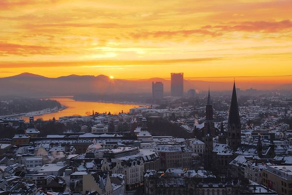 Retina 1280px zepper sunrise over the niveous city of bonn