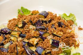 ザ・バイキング2014の料理:ナスとひき肉のピリ辛温サラダ