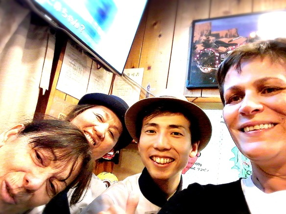 2016.3.27 フランス・パリよりご来店♪スタッフと一緒に記念撮影