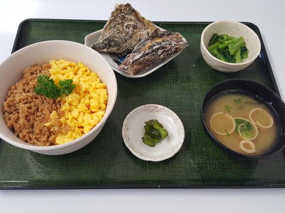 日替り 鯛そぼろの2色丼(6月~10月)