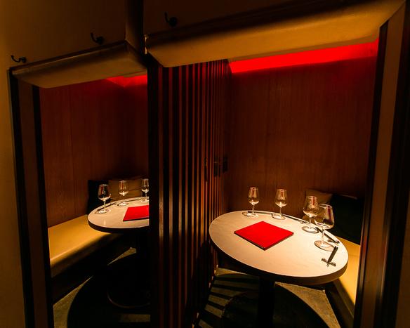 シークレット感のある、半地下個室は4〜8名様ご利用できます。